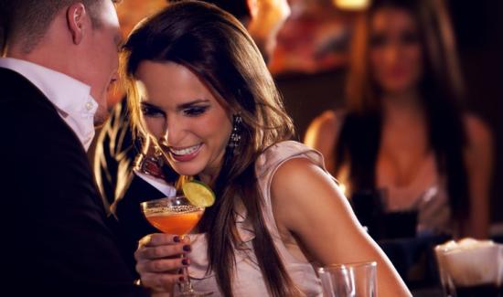 バリフの飲み方、カロリー控えめの食事とお酒も少々で相性抜群!