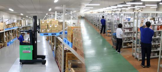 シンガポールの巨大倉庫より医薬品が管理されている